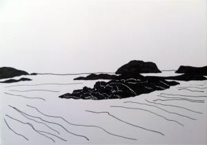 Inselgruppe im Meer, nur in schwarzweiß gehalten, die Inseln sind schwarz, das Meer in wenigen Strichen