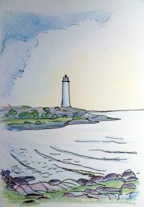 Leuchtturm auf einer Landzunge mit vorliegender felsigen Bucht, von links ziehen Regenwolken auf